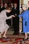 Uma Thurman & Elizabeth II (87)