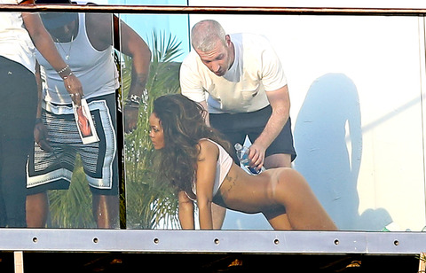 Exclusive - Rihanna Does a Skin Photo Shoot Half Naked in the Hollywood Hills