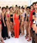 Britney Spears (centre)